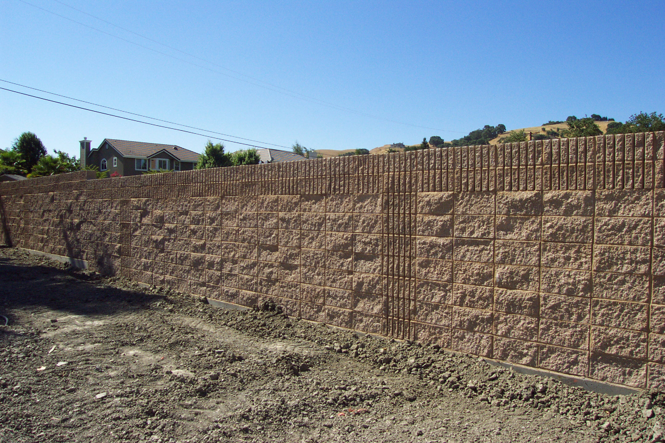 Block walls dynamic precast for Split face block house